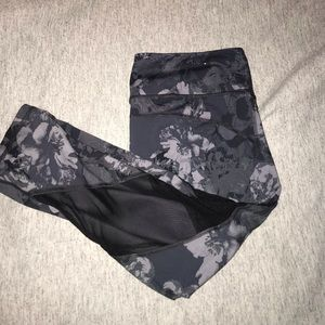 Old Navy Active Floral Fitted Crop Workout Pant